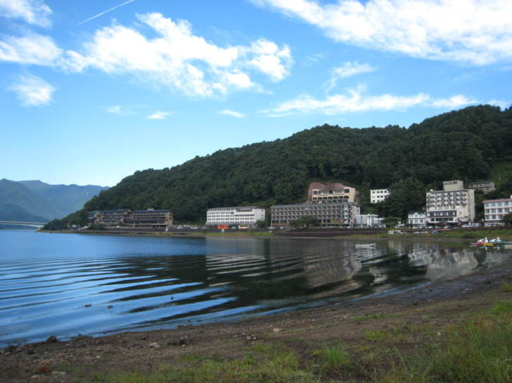 Hotels on the shore of Lake Kawaguchi