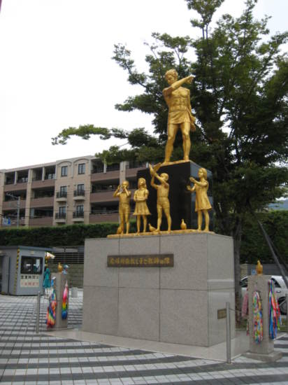 Statue near the Atomic Bomb Museum