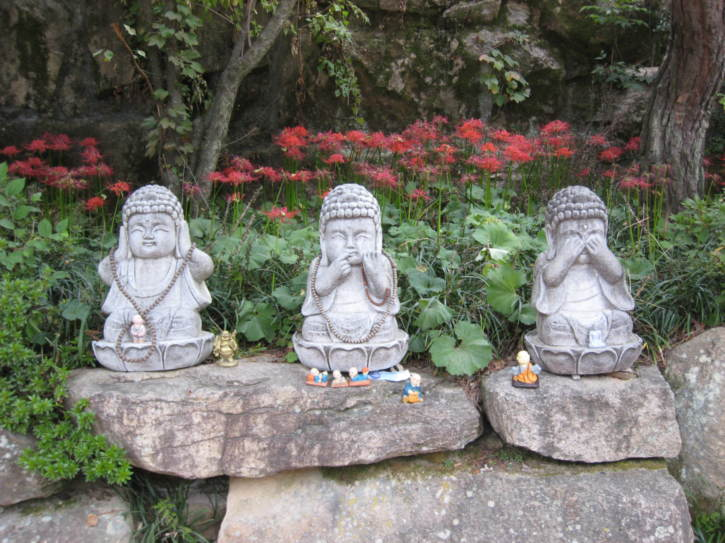 Small statues at Beomeosa Temple