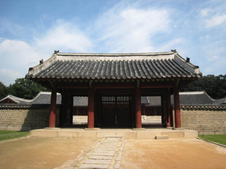 Gate to Yeongyeonjeon Hall at Jongmym Shrine