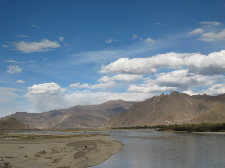 Crossing the Lhasa River