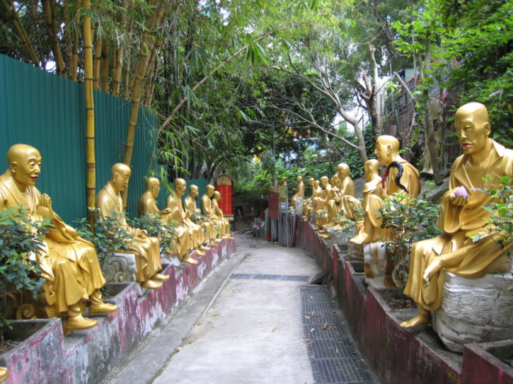 Pathway leading to Temple of Ten Thousand Buddhas