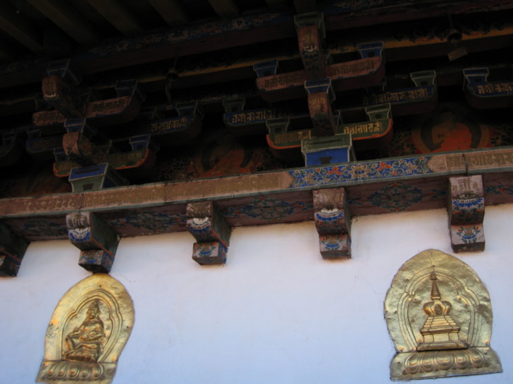 Gold-plated carvings on the wall