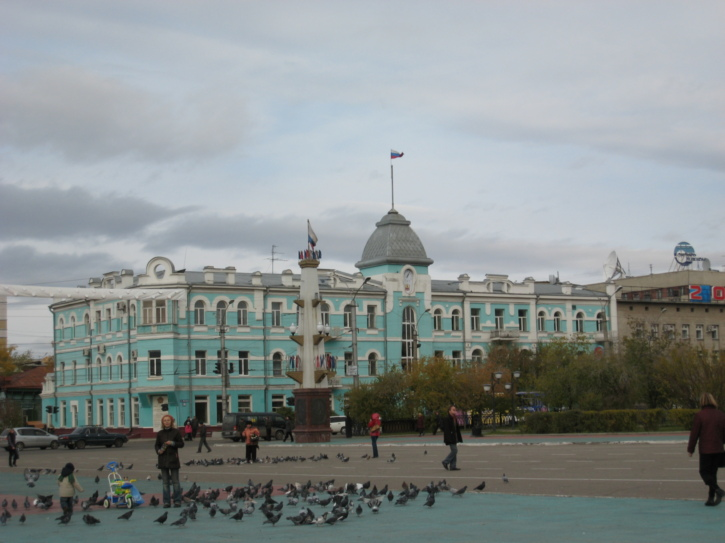 Feeding the birds on Lenin Square