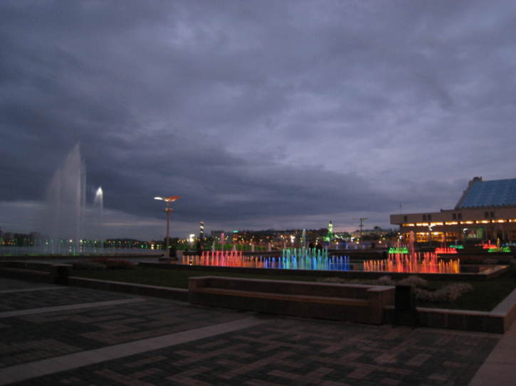 Lake Qaban fountain and waterfalls by night