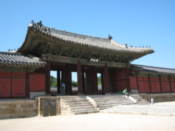 Main gate of Changgyeonggung Palace